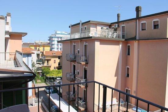 Hotel Marco Polo: вид с балкона
