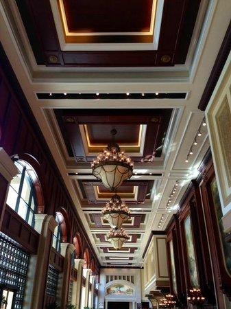 Manchester Grand Hyatt San Diego: The Grand Lobby