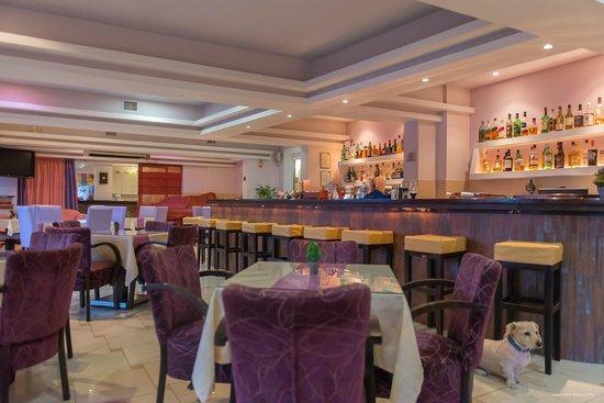 Hotel Sunrise: Bar