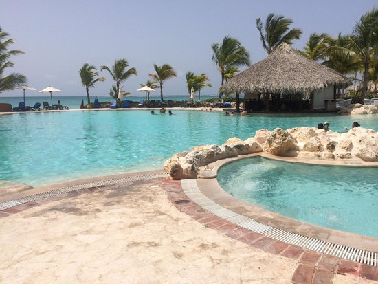 Sanctuary Cap Cana by AlSol: Swim up bar pool :-)