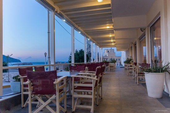 Hotel Sunrise: Veranta