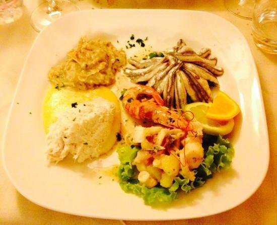 Pontini : Antipasto,baccalà alla vicentina,baccalà mantecato,alici marinate,insalata di polpo con patate,m