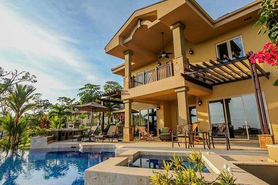 Red Frog Beach Island Resort & Spa: Island Neighborhood