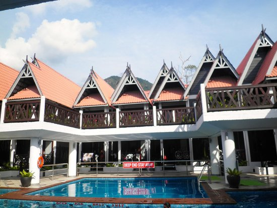 Paya Beach Spa and Dive Resort: View of the pool area