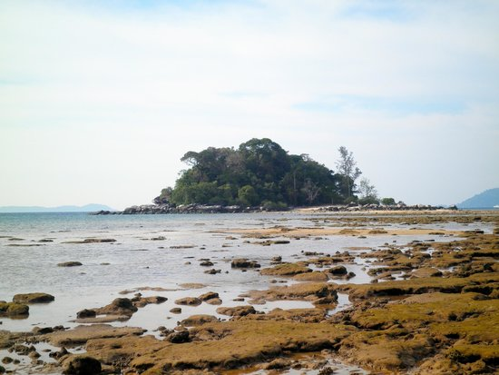 Paya Beach Spa and Dive Resort: Low tide