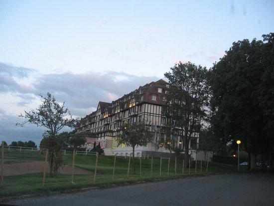 Hôtel Barrière L'Hôtel du Golf Deauville : En arrivant par la route