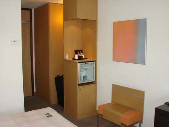 Novotel Amsterdam City: room with space