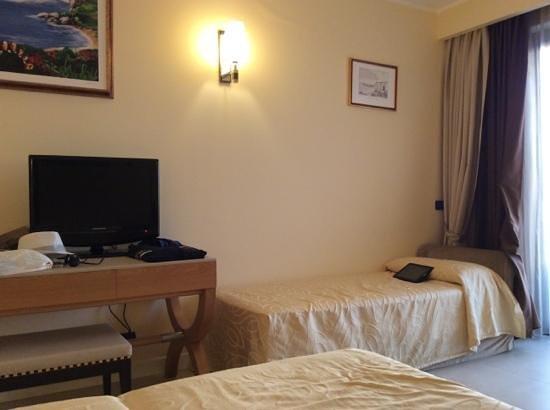 Cefalu Sea Palace : 3 Bett Zimmer mit bequemen Betten