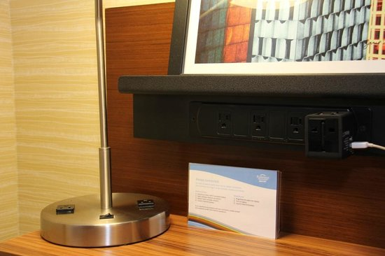 Fairfield Inn & Suites Ithaca: Plenty of Electronic Outlets