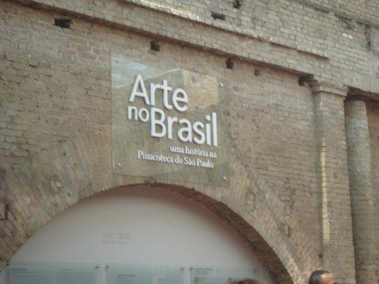 Estação Pinacoteca: Exposição, placa sinalizadora