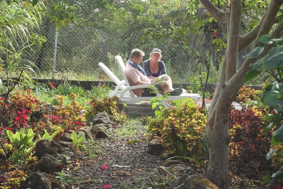 Spanish by the River-Boquete: Hostel - Garden with easy chairs!
