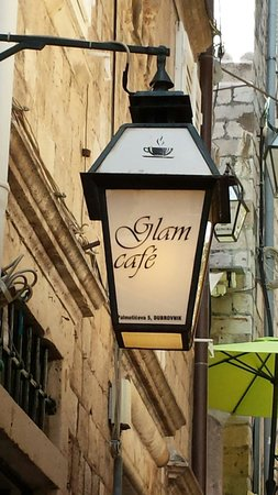 Glam Cafe: Light at the door