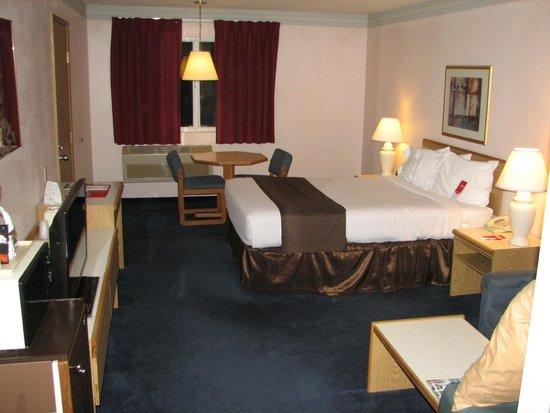 Econo Lodge Sequim: View of room from front door