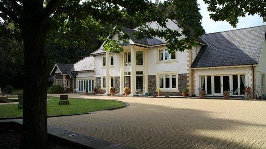 Plas Y Dderwen Bed and Breakfast: Front facade