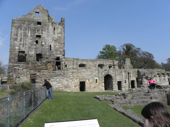 ‪Ravenscraig Castle‬