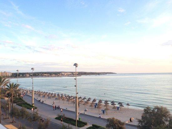 Hotel Hispania: Вид из номера с видом на море. Вода необычайной красоты.