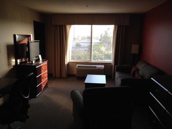 Holiday Inn Hotel & Suites Bakersfield : room