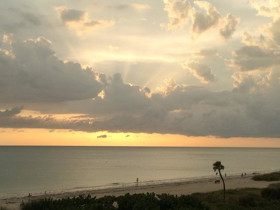 Lido Beach Resort: Sunset from our room
