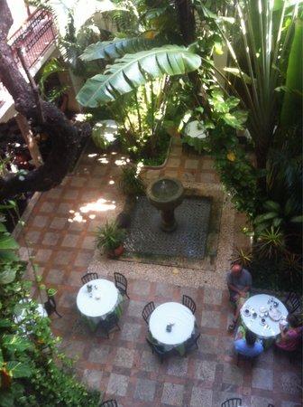 Hotel Casa del Balam : Giardino hall
