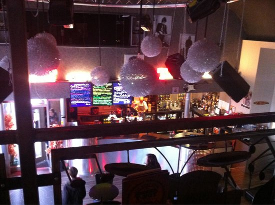 Y-Not Bar & Grill: Lounge