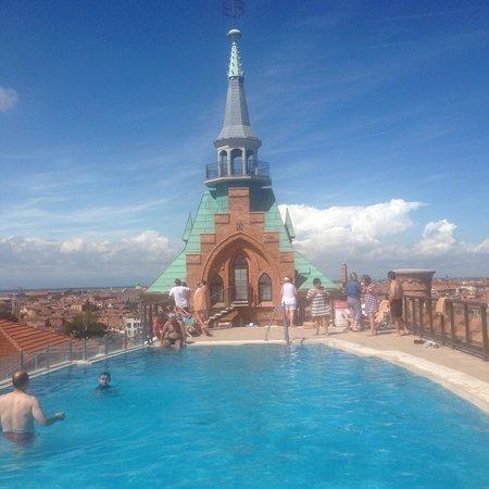 Hilton Molino Stucky Venice Hotel: Бассейн на крыше отеля
