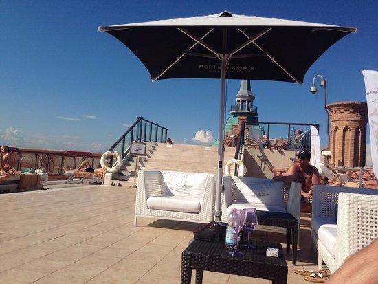 Hilton Molino Stucky Venice Hotel: Терраса у бассейна