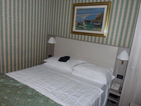 Gambrinus Hotel: Bedroom on 4th Floor
