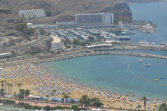 Servatur Puerto Azul : la plage en bas de l'hotel