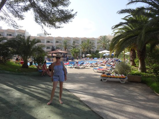 Sol Lunamar Apartments: Моя супруга и отель