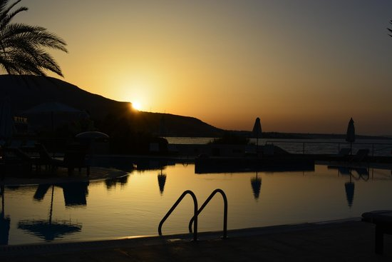 Ikaros Beach Resort & Spa : Tramonto in piscina