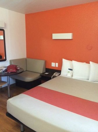 Motel 6 Carlsbad South : room