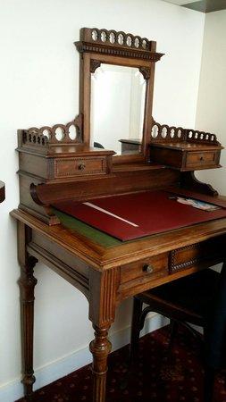 Hotel des Celestins : Vintage desk