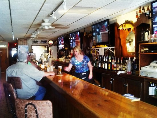 Pat's Tavern and Grill : bar and inside dinning area
