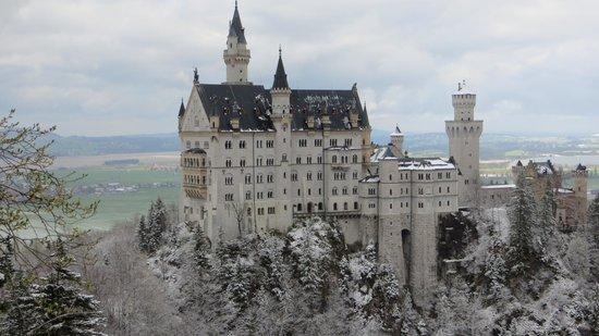Castillo de Neuschwanstein: Después de una sorpresiva nevada en primavera