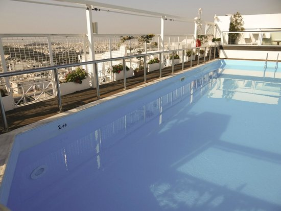St. George Lycabettus Lifestyle Hotel: The pool of the terrace