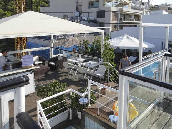 St. George Lycabettus Lifestyle Hotel: The terrace in summertime