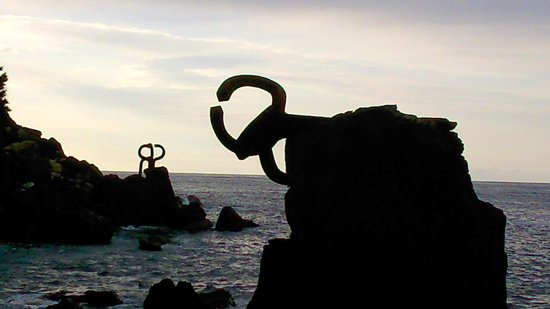 Combs of the Winds : Esculturas chillida