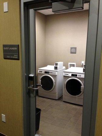 Hampton Inn & Suites Columbia/Southeast-Ft. Jackson: Guest Laundry