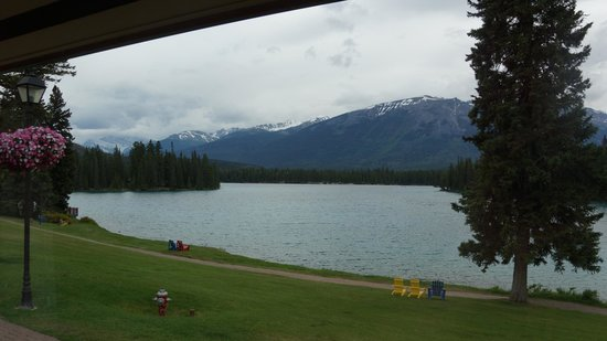 Fairmont Jasper Park Lodge: View from the room