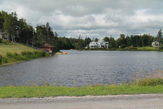 Pictou Lodge Beachfront Resort: boating pond
