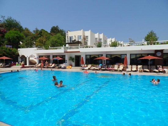 Kadikale Resort: jeden ze dvou bazénů