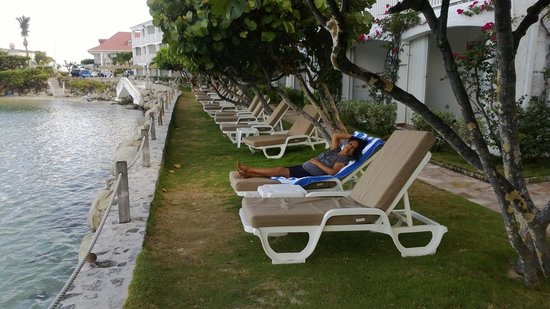 Grand Case Beach Club: Relaxing outside of our room