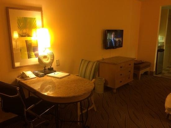 Hampton Inn Key Largo : nice desk area