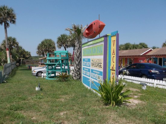 Si Como No Inn: Property Sign on A1A/Ocean Blvd