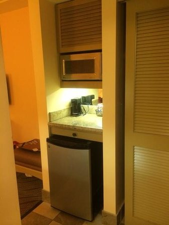 Hampton Inn Key Largo: area for food prep which includes a small sink on the opposite wall.