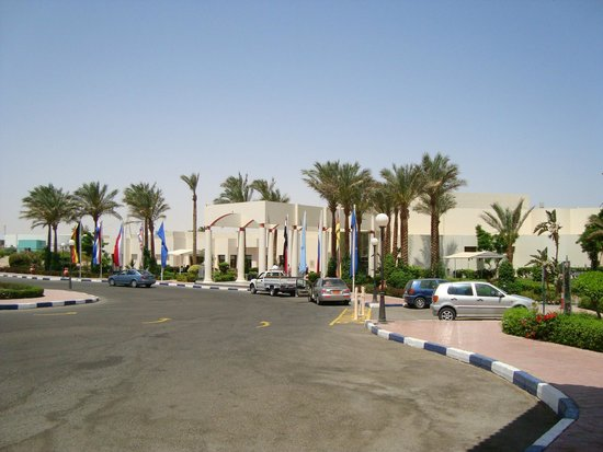 Hilton Hurghada Long Beach Resort: Main building