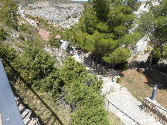 Molinos, Spania: Escaleras hacia la gruta