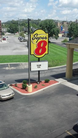 Super 8 Pigeon Forge-Emert ST: sign