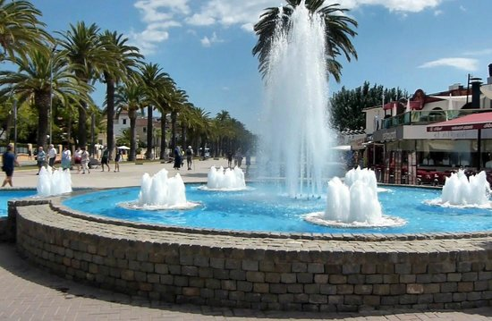 Avenida Jaume I : Marina End Fountain