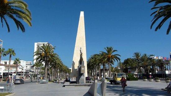 Avenida Jaume I: Monument